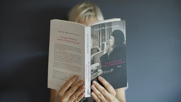Agnès Martin-Lugand Les gens heureux lisent et boivent du café