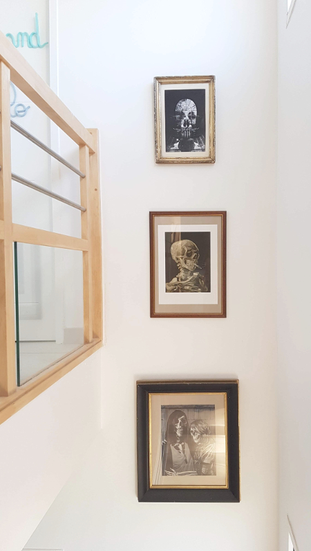 poster lounge ali gulec pièce en forme de crâne