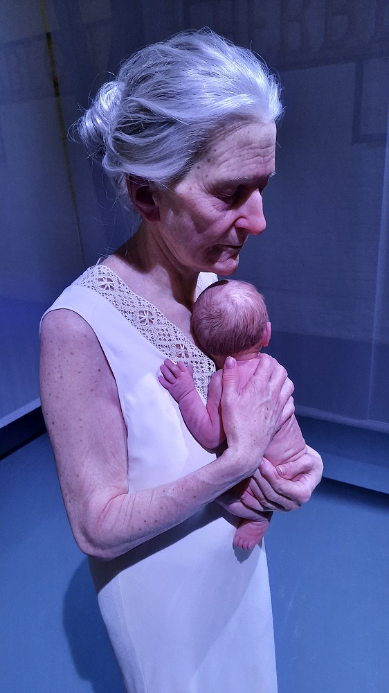 sam jinks Woman and child hyperrealism