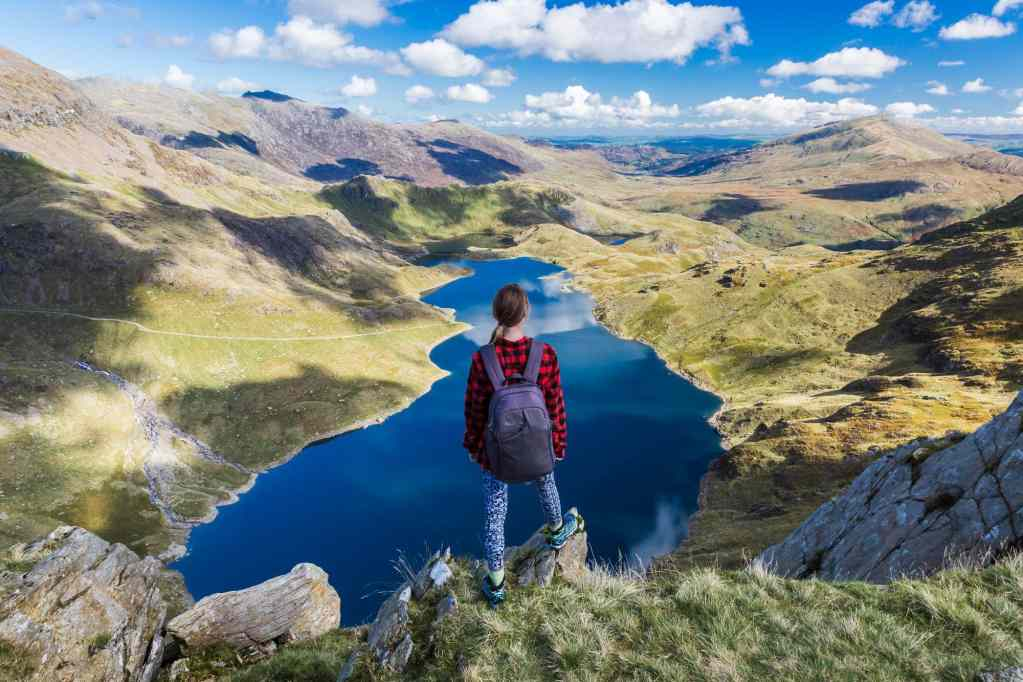 The Best Walk Up Snowdon (all the tips you need!)
