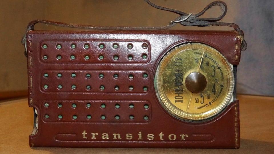 Transistor radio (courtesy of Pixabay)