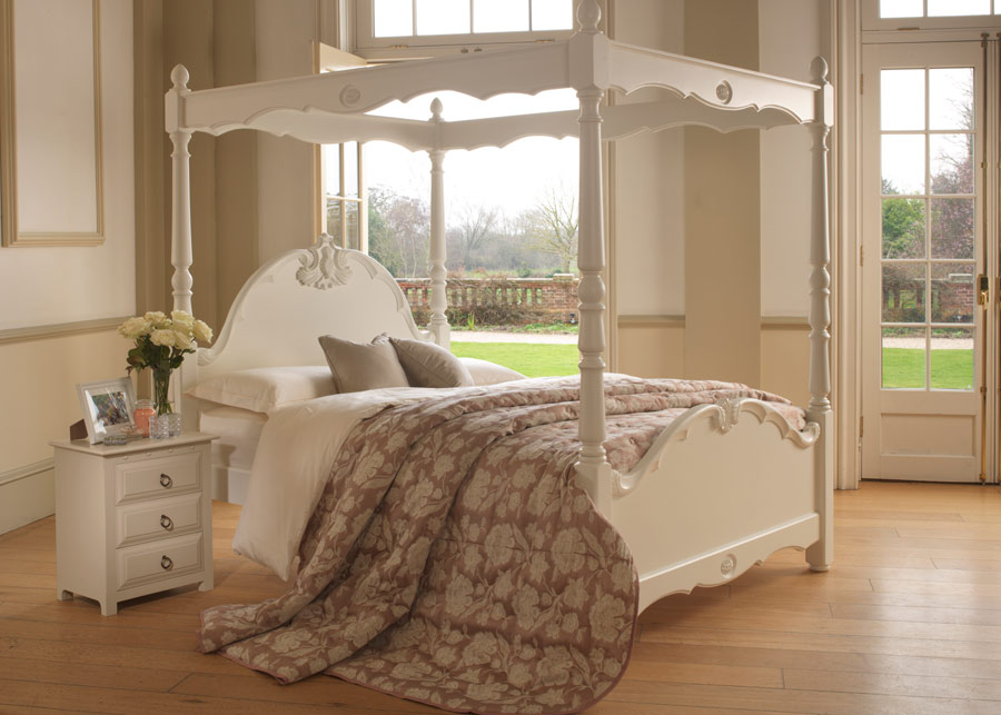 reasons to choose a four poster bed