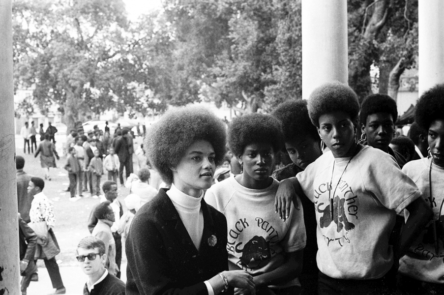 stephen-shames-kathleen-cleaver-talks-with-black-panthers-from-la-1968