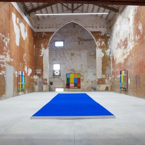 Kind of Blue: In Menorca, Stanley Whitney's Colorful Grid Paintings are in Dialogue with an Iconic Yves Klein Installation