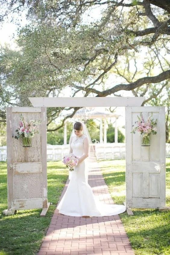 Vintage styled outdoor wedding decor ideas