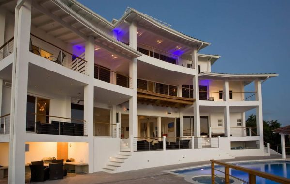 Luxurious Akasha Villa in St Lucia for weddings. unconventional wedding venue ideas every bride must check out. If you are looking for unique wedding venues, then click here for a list of non traditional wedding venues for your big day. How to find the best wedding venues #weddingplanning #uniqueweddingvenues #weddingvenue #bridetobe