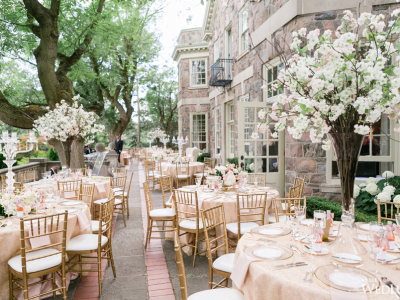 Getting married at the Graydon Hall Manor in Toronto. The best wedding venues in the World. Find the best places to get married in Canada. We have rounded up the best wedding venues in Canada #weddingvenues #weddingsincanada