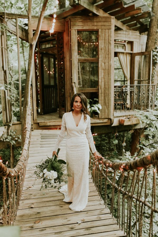 Tree house wedding venue ideas. unconventional wedding venue ideas every bride must check out. If you are looking for unique wedding venues, then click here for a list of non traditional wedding venues for your big day. How to find the best wedding venues #weddingplanning #uniqueweddingvenues #weddingvenue #bridetobe