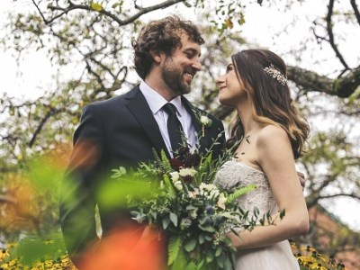 Planning a wedding on a budget. Wedding budget ideas that you can use to plan a cheap wedding ideas. Working on a small wedding budget. Simple wedding ideas on a budget. #weddingplanning #weddingonabudget