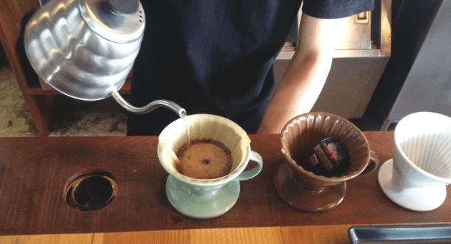 akha barista pouring hario 2