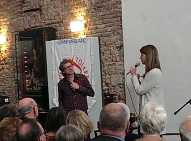 Frénk van der Linden en Petra Stienen tjdens het debat over Nederlandse taal voor de Orde van den Prince op 22 april 2017 in het Joahnnieterklooster te Haarlem