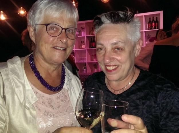 Mariavespers door de Nationale Opera op 3 juni in de Gashouder van Amsterdam. Na afloop felicteerde ik Ruth Mackenzie, artistiek directeur Holland Festival, met het 70 jarig jubileum.