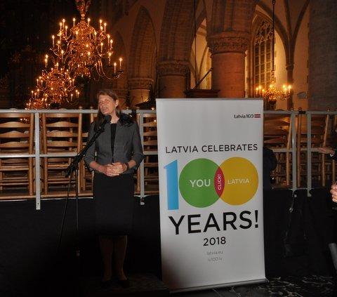 Internationaal Koorfestival Haarlem. Ilze Rūse, ambassadeur van Letland. Om te komen luisteren naar het Lets koor de Latvian Chamber Singers had ze zes ambassadeurs uitgenodigd.