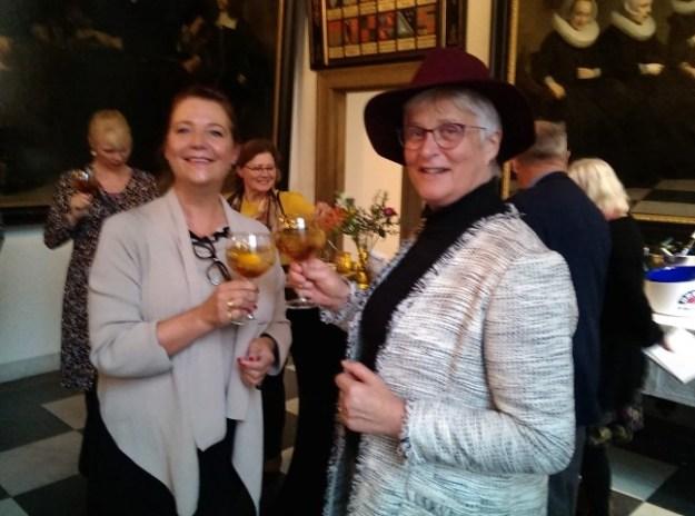 Proost; met Machteld Lichtvoet van het Amsterdam Museum proost ik op de prachtige expositie ''Ferdinand Bol en Govet Flinck: Rembrandts Meesterleerlingen''