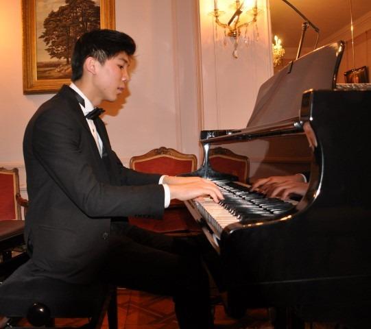 Chopin Stichting Nederland, Ambassade van Oostenrijk en Prima la Musica, pianoconcert 1 december 2017, Oostenrijkse ambassade, Dominik Zhang