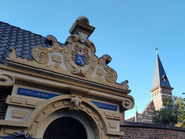 Kloosterstad Haarlem, Proveniershofje, In de 15e eeuw stond hier het vrouwenklooster sint Michiel. In 1581 werden alle geestelijken uit de stad verjaagd, dus ook de nonnen