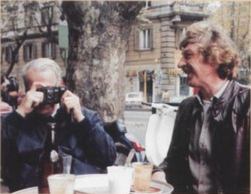W.F. Hermans (lnks) met Wim Zaal, literair redacteur van Elsevier (rechts)