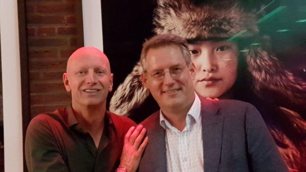 Fotografiemuseum Maastricht, links: Jimmy Nelson en rechts directeur Erik de Jong