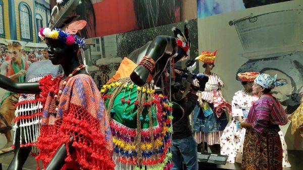 Suriname, kleurrijk Paramaribo met Christine Henar, directeur Koto Museum in Paramaribo