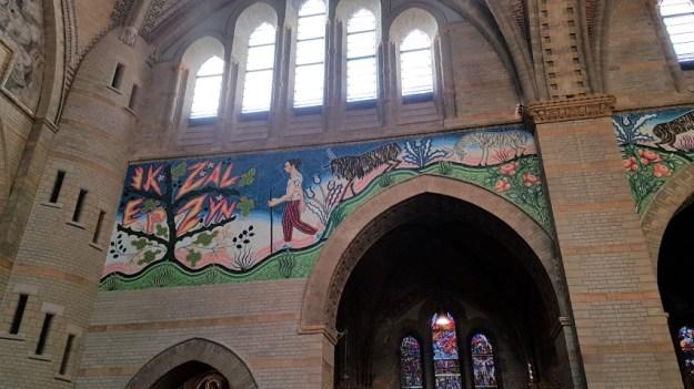 Muurschildering van Gijs Frieling: Mozes en het brandend braambos, Koepelkathedraal Haarlem