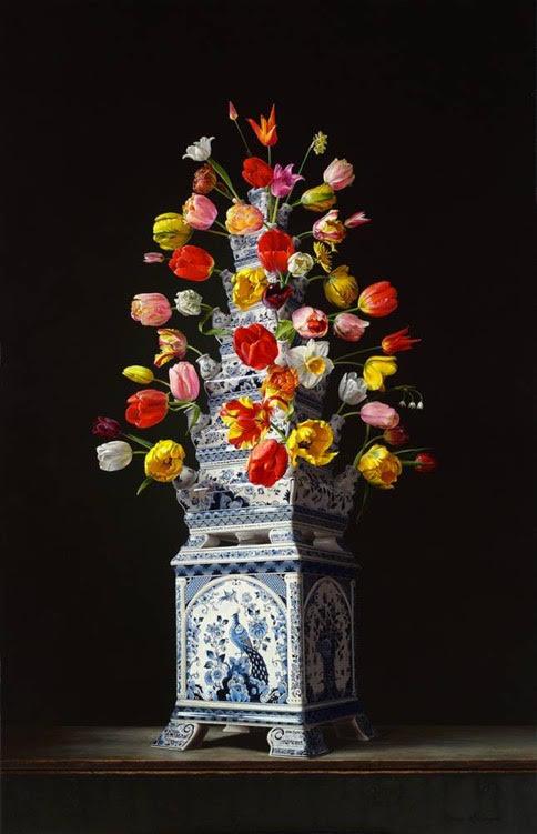 Roman en Henriëtte Reisinger, stilleven met tulpenvaas, olieverf op paneel 170 x 110 cm. 2017