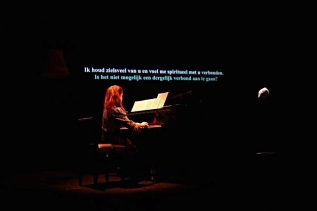 Uit ''die unsterbliche Geliebte'', uit Het jaar 250 na Beethoven van Floris Kortie & Vera Kooper, foto: Milagro Elstak,