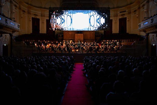 De tunnel in Symphonic Cinema The Echon of Being naar muziek van Gustav Mahler, foto Milagro Elstak