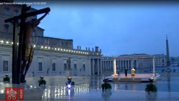 Coronacrisis, paus Franciscus hield op 26 maart een gebedsdienst voor een leeg Sint Pietersplein