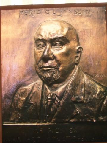 Perio, (pseudoniem GL Janssen), relief Nel Bakema