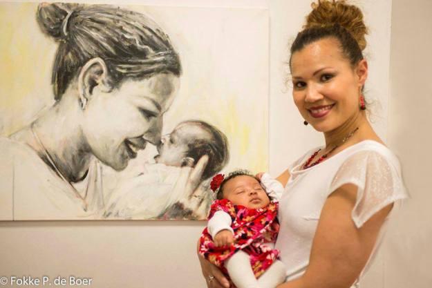 Ouder en kind, De Arubaanse portretschilder Gustave Nouel schilderde de zwangerschap van fotomodel Zuleika Coffie. Vanaf het  allereerste begin tot en met kort na de bevalling. Dat leidde tot het prachtige boekje Maternity.