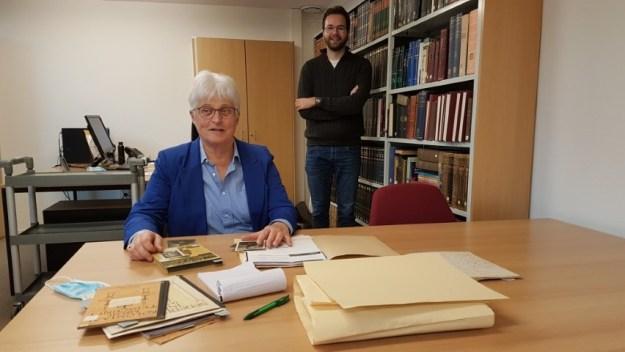 Klooster Sint Agatha, in de studiezaal van het Erfgoed Nederlands Kloosterleven, Marianne Visser van Klaarwater en archivaris historicus Guus van Gurp