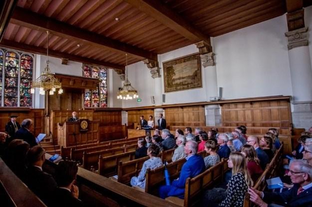 Willy de Heer tijdens het verdedigen van haar proefschrift bij de Universiteit Leiden