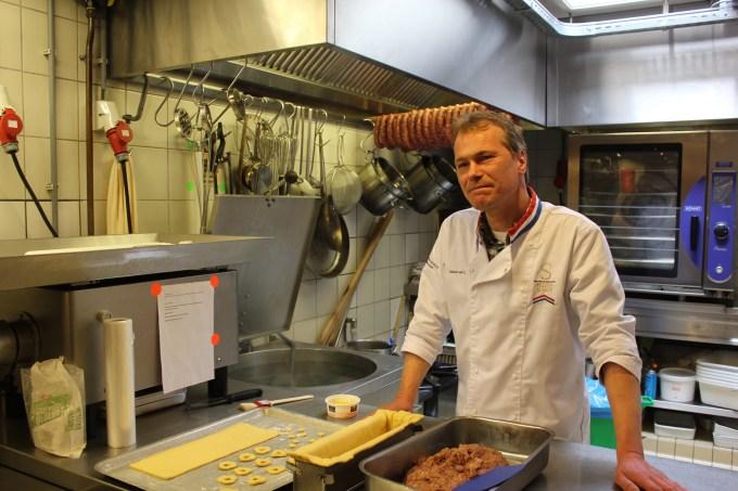 """master butcher Johan van Uden """"width ="""" 5184 """"height ="""" 3456 """"/> </figure data-recalc-dims="""