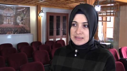 Sultanahmet Camisinde Turistlere İslamı Tanıtıyor