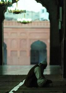 Camide Namaz Kılan Kardeşimiz