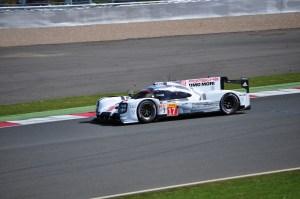 Mark Webber drivin No. 17 Porsche 919 Hybrid