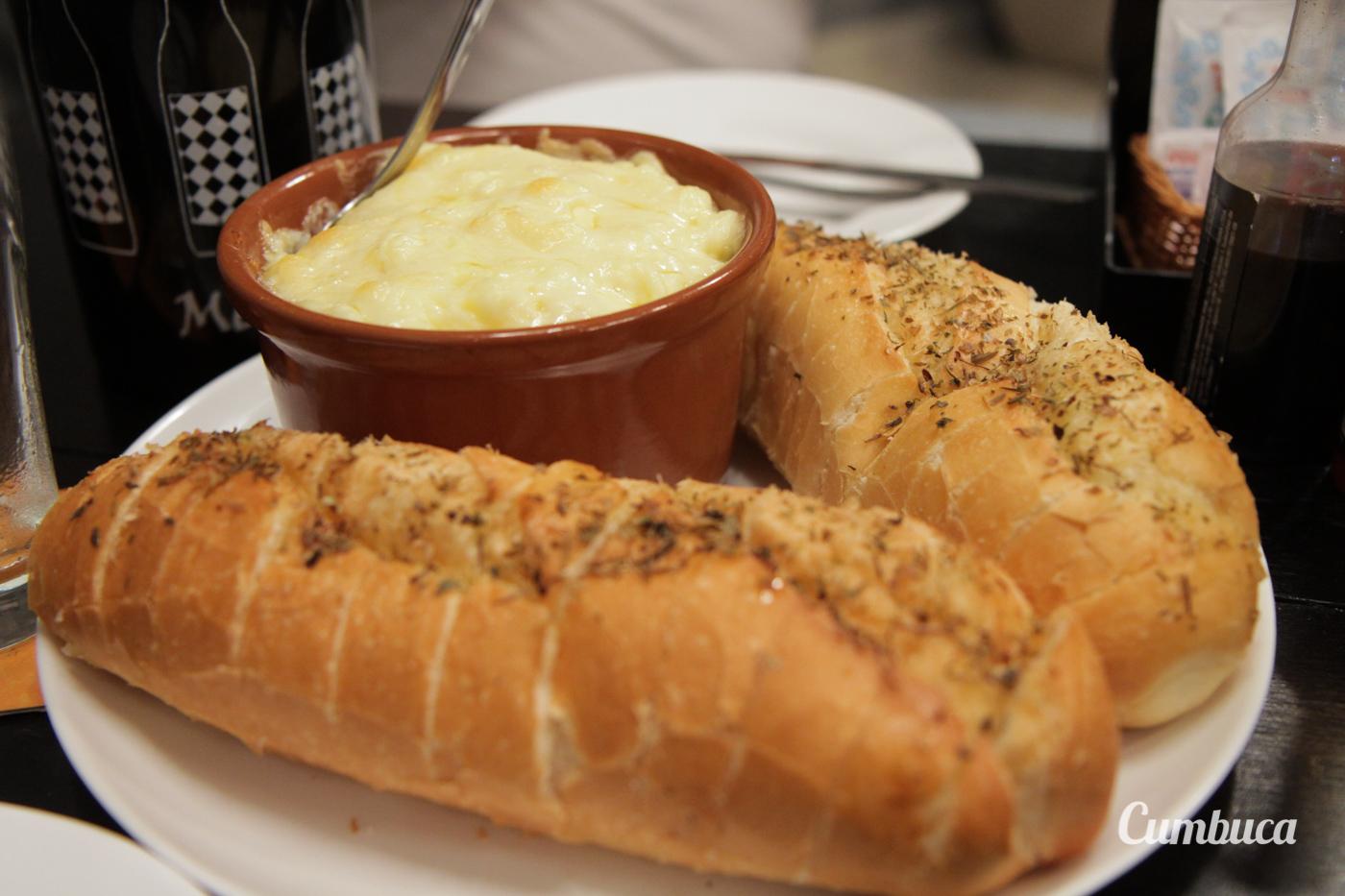 """Frango do Joca na Cumbuca com pão """"gourmetizado"""""""
