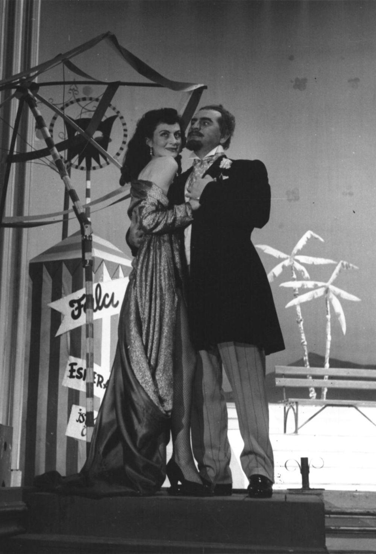 """<p>Thornton Wilde'nin 1952'de sahnelenen """"Ramak Kaldı"""" oyununda başrol oynadı.<br></p>"""