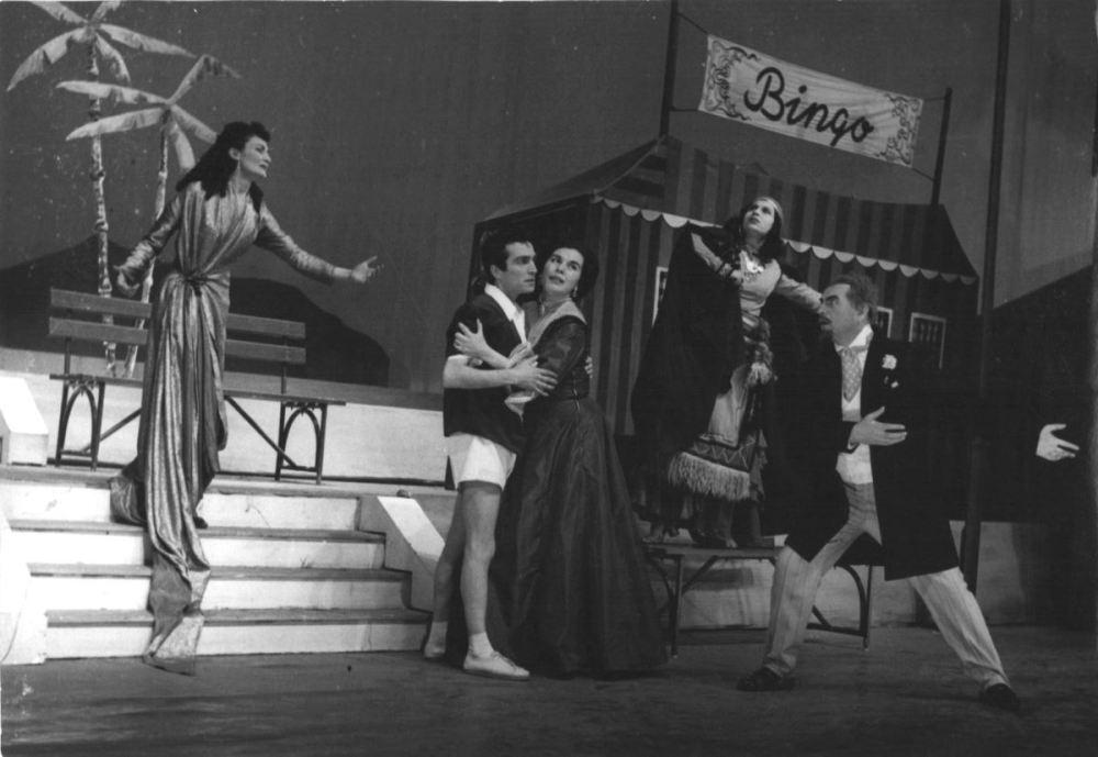 """<p>Thornton Wilde'nin 1952'de sahnelenen """"Ramak Kaldı"""" oyunundan bir kare.<br></p>"""