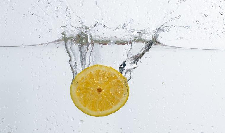 Limonlu su içmenin faydaları nelerdir, limonlu su içmek zayıflatır mı?
