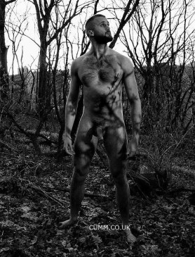 NATURAL-NUDE-MALE-FOREST