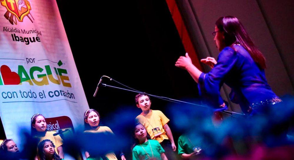 Coro Infantil de Chía interpretando sus canciones.