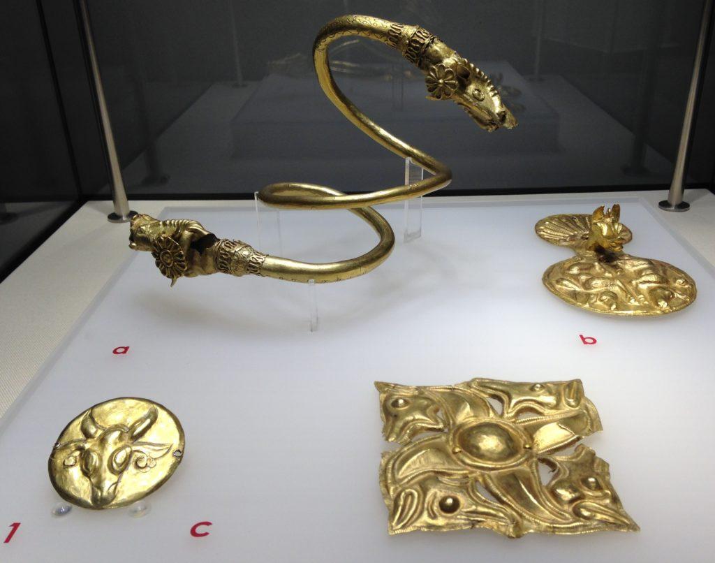6-bratara-spiralica-Cucuteni-Baiceni