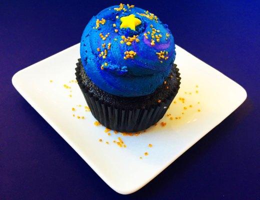 Galaxy Black Hole Cupcake Recipe | www.cupcakesandthecosmos.com