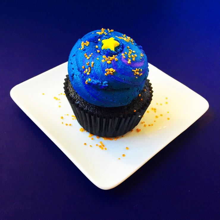 Galaxy Black Hole Cupcake Recipe   www.cupcakesandthecosmos.com