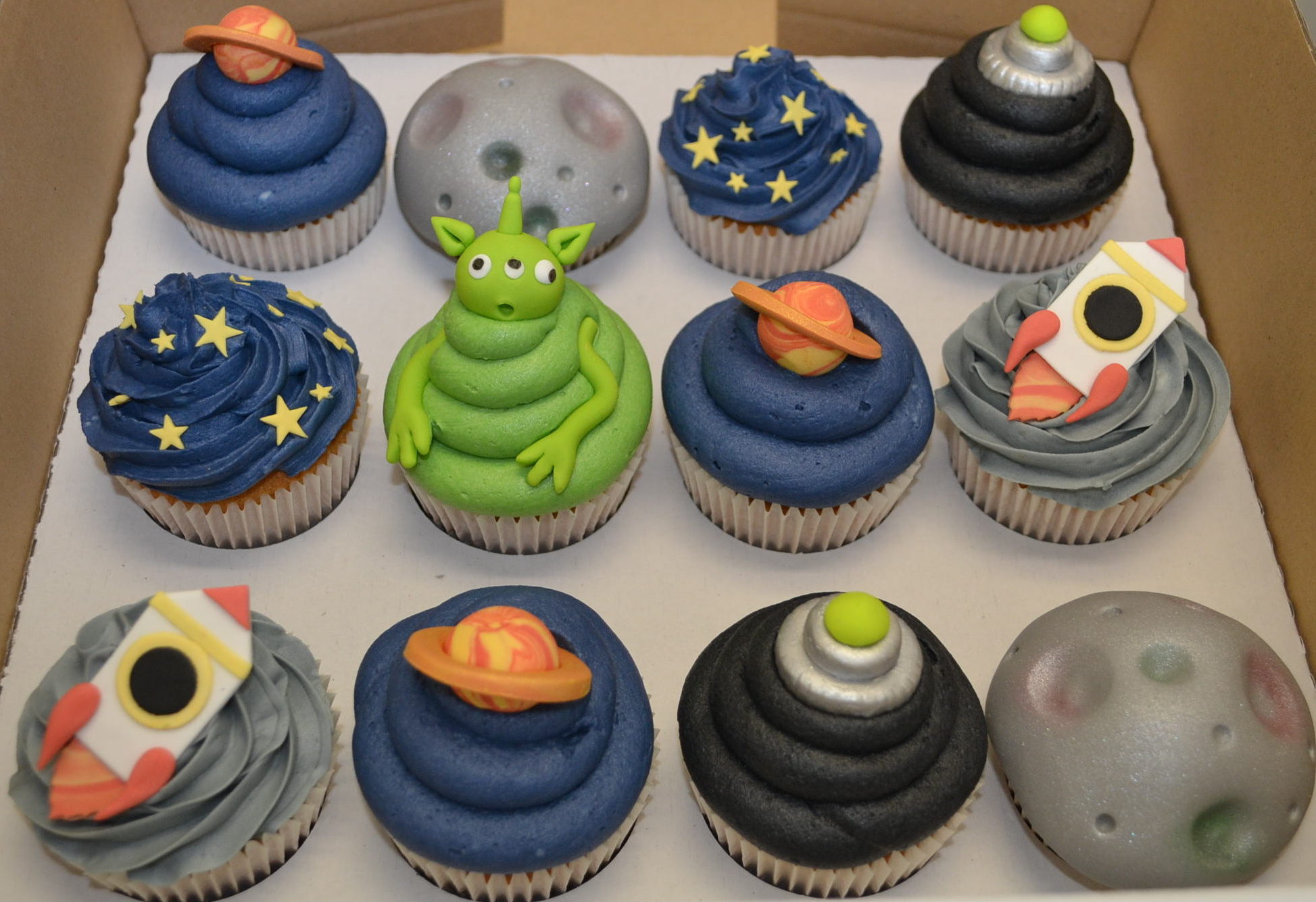 35 Space Themed Cupcakes For Astronomers