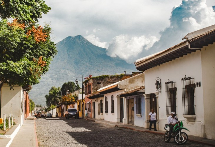 what I pack for travel photography antigua guatemala | best lens for travel photography