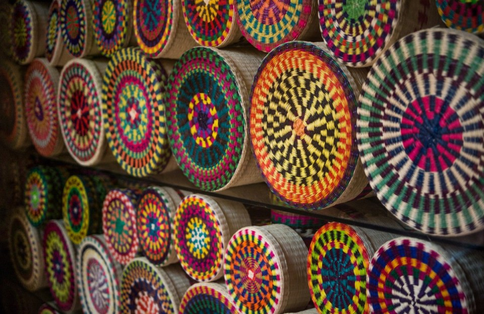 ecuador backpacking cuenca indigenous artisanal market