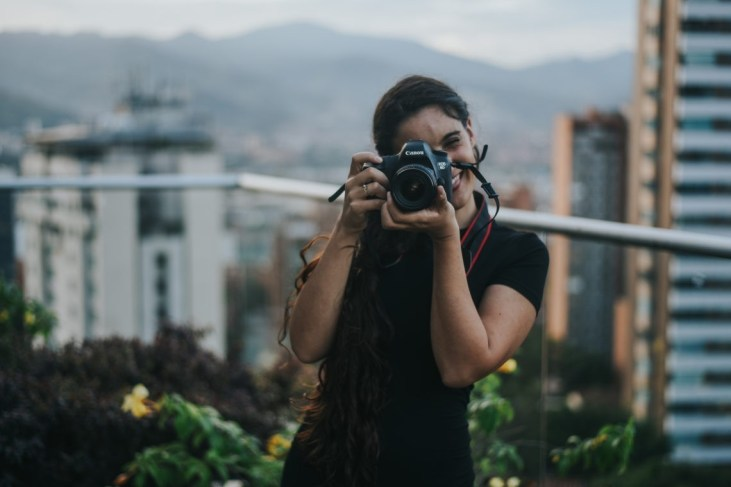How to become a digital nomad | 6 steps from a travel couple who run a business from South America | best lens for travel photography