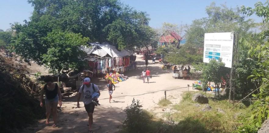 isla baru town playa blanca colombia